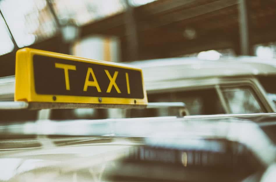 Diese Regeln gelten beim Carsharing und im Taxi