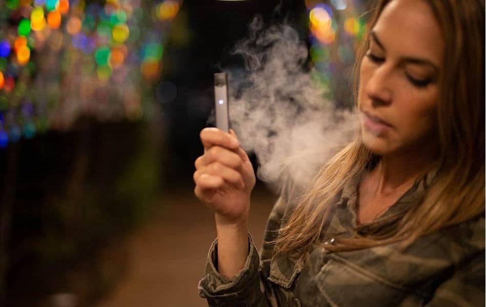 E-Zigaretten dampfen
